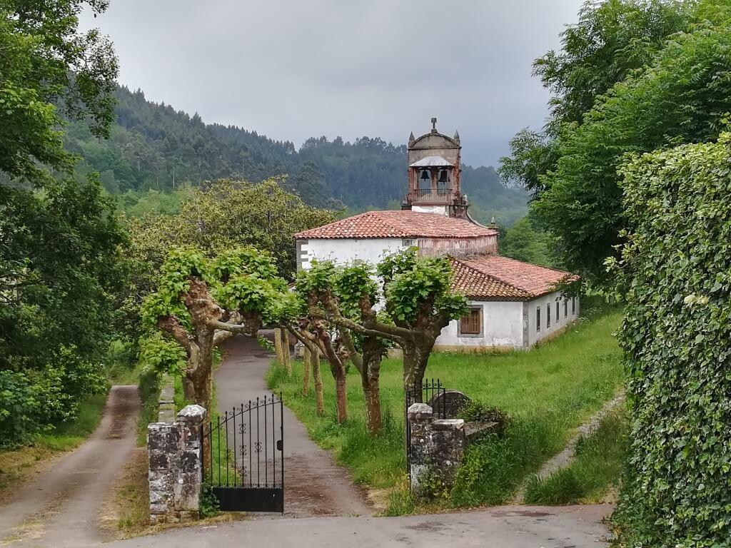 Iglesia de San Vicente de Grases.